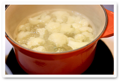 Simmering cauliflower